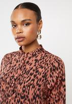 Missguided - Dip back shirt smock dress dalmatian - rust & black