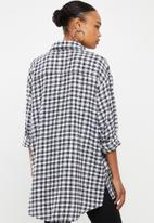 Missguided - Oversized micro check shirt - black & white