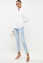 Missguided - Poplin fitted ruched side longline shirt - white