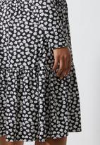 Superbalist - Tiered knit funnel neck dress - black & white