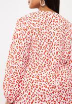 Glamorous - Plus red leopard volume sleeve mini wrap dress - red & white