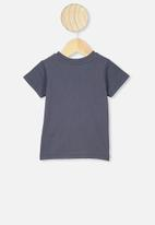 Cotton On - Jamie short sleeve tee - lcn pro vintage navy/paint splat rhcp