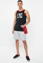 DC - Star vest - black & red