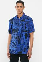 Quiksilver - Fluid geo short sleeve shirt - blue & black