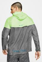 Nike - Wind runner hooded trail jacket - grey & green