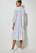 Superbalist - Cotton button thru dress with tier white scribble print - white