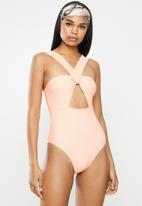Missguided - Twist front keyhole high leg swimsuit - pink