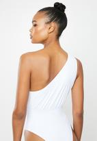 Missguided - One shoulder gathered sliced swimsuit - white