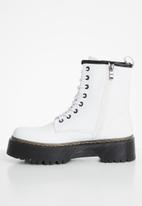STYLE REPUBLIC - Joanna lace up boot - white