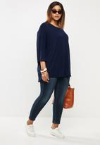 edit Plus - 3/4 Sleeve curved hem tee - navy