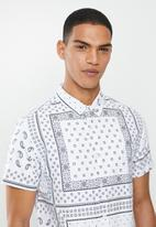 Brave Soul - Albedo shirts - white & black