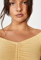 Factorie - Pull front off the shoulder rib top - yellow