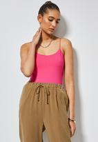 Superbalist - Single elastic strap bodysuit with half shelf - cerise