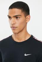 Nike - Nsw repeat short sleeve tee - black