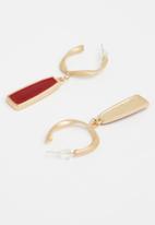 Superbalist - Ruby hoop earrings - gold & red