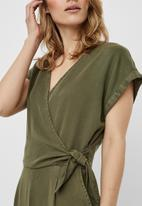 Vero Moda - Laura short sleeve v-neck knot jumpsuit - khaki