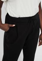 Vero Moda - Plus evacurve mr loosestring pants - black