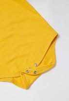 POP CANDY - Girls ruffle detail babygrow - mustard