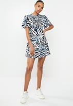 Missguided - Flutter sleeve skater dress short sleeve zebra - multi