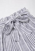 Superbalist - Paperbag waist culotte - black & white