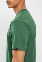 Vans - Left chest logo tee pine needle - green