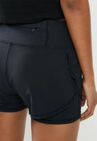 Superdry. - Training  double layer shorts - black