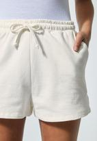Superbalist - Jogger shorts - white