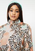 Glamorous - Plus high neck animal blouse - multi