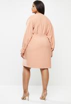 Glamorous - Plus long sleeve belted dress - pink