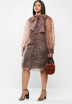Glamorous - Plus organza leopard dress - brown