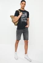 Superdry. - Tyler slim denim short - vintage black
