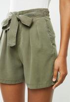 Vero Moda - Mia hr loose summer shorts - green