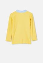 Cotton On - Flynn long sleeve rash vest - yellow