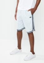 adidas Originals - Seersucker shorts - ashgre & white