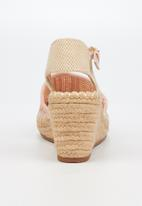 Butterfly Feet - Virgo wedge - pink