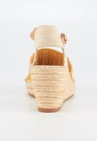 Butterfly Feet - Virgo wedge - yellow
