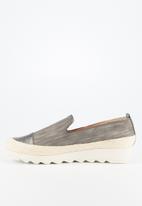 Butterfly Feet - Cynitha flatform - grey