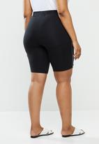 Vero Moda - Plus milo shorts - black