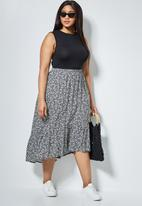 Superbalist - Single tier midi skirt - black based sprig