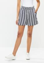 ONLY - Piper-ann mid waist stripe shorts - navy & white