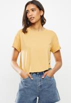 Factorie - Curved hem short sleeve tee - yellow