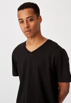 Cotton On - Essential vee neck T-shirt - black