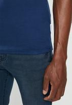 Jonathan D - Slim fit short sleeve V-neck - blue