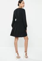 Missguided - Pleated skater dress - black