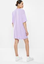 Missguided - Oversized T-shirt dress short sleeve honey - purple