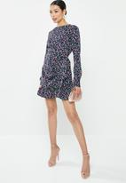 Missguided - Ruched side tea dress floral - navy