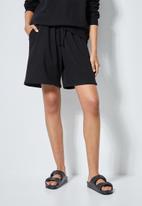 Superbalist - Long jogger shorts - black