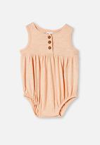 Cotton On - Craigelina singlet bubbysuit - peach