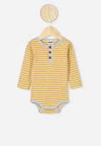 Cotton On - The long sleeve placket bubbysuit - yellow