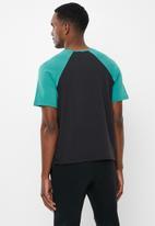 Jockey - Raglan colour blocked tee - black & turquoise